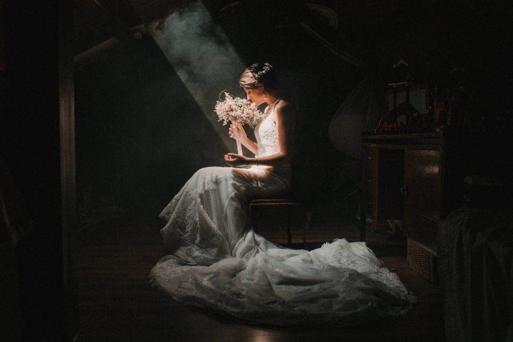 alejandro-onieva-fotografo-boda-granada-novia-novias-vestido-preparativos-ramo